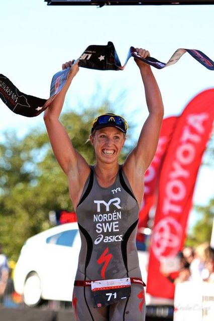 Lisa Norden wins the US Open Dallas Triathlon